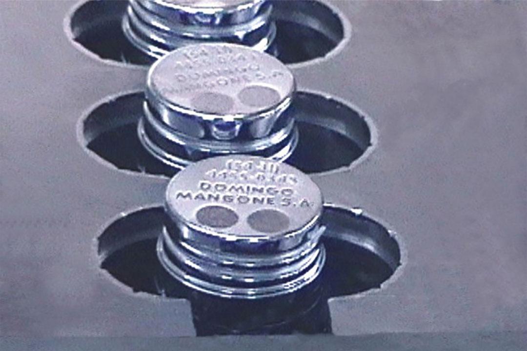 Molde para inyección de tapas plásticas con precinto inviolable