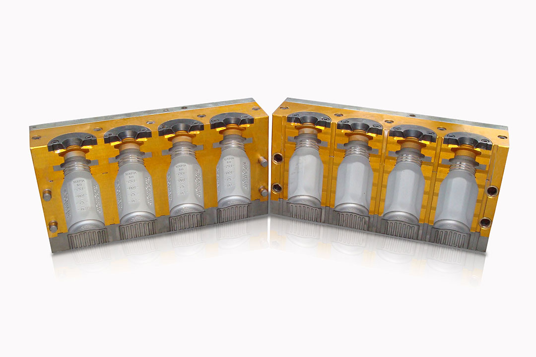 Molde triple para la fabricación de frascos plásticos